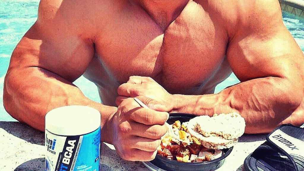 HOW TO EAT LIKE A BODYBUILDER AND WHAT YOU NEED TO KNOW